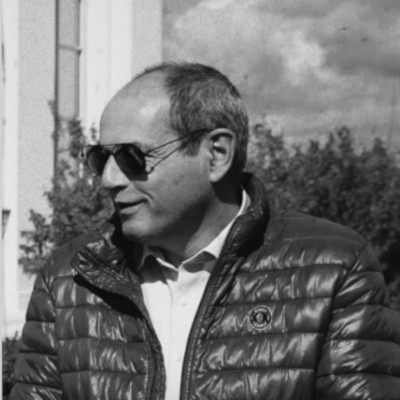 Dr. Stefan Holl